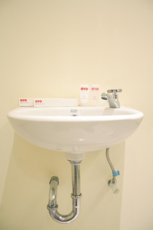 OYO 148 Cempaka Place Homestay Jakarta - Bathroom