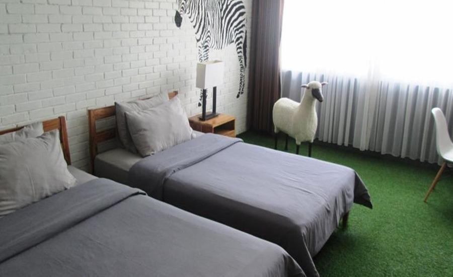 Stevie G Hotel Bandung - Deluxe Room With Breakfast Last Minute Deals!