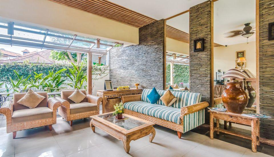 ZenRooms Badung Nyangnyang Sari - area tempat duduk lobi