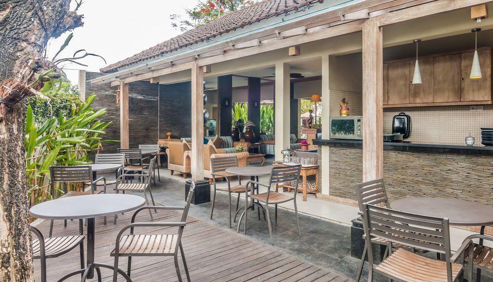 ZenRooms Badung Nyangnyang Sari - Ruang makan outdoor