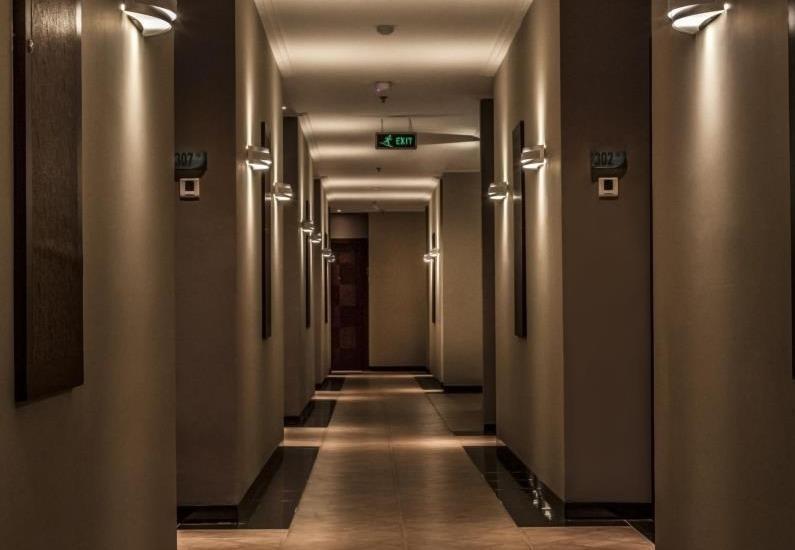 M Premiere Hotel Bandung - Corridor