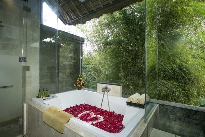 De Uma Lokha Bali - Bak mandi