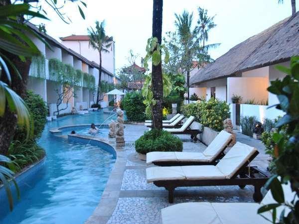 Kuta Lagoon Resort Bali - pemandangan kolam
