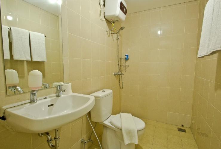 Ten Eleven Living Point Bandung - Bathroom