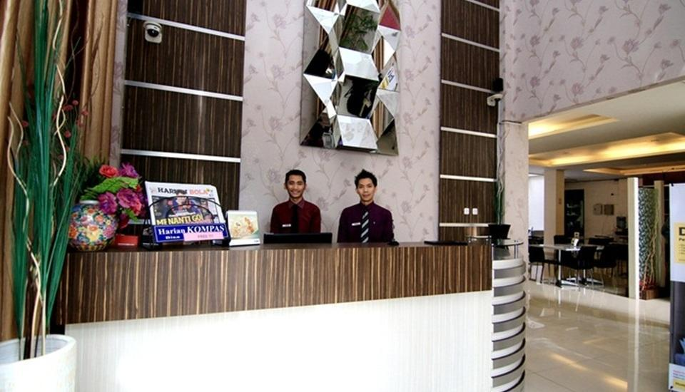 Latief Inn Hotel Bandung - Resepsionis