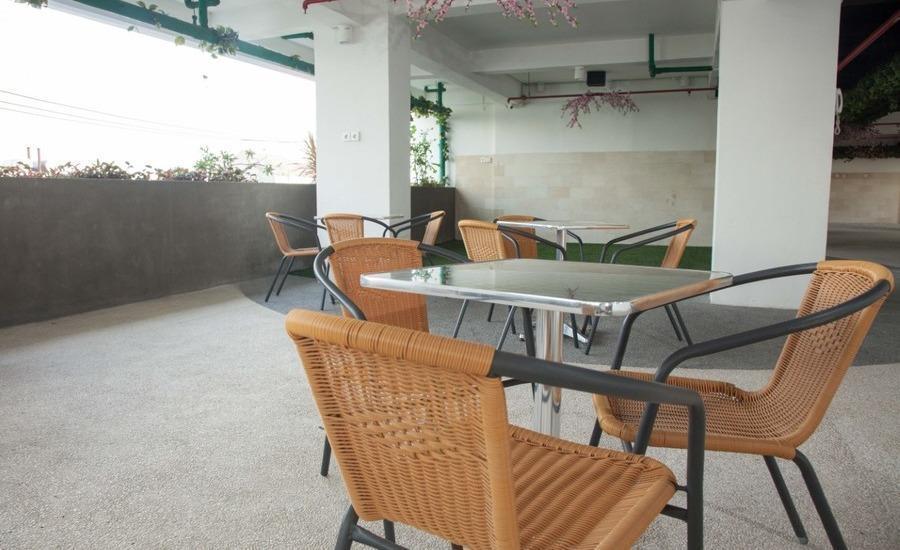 RedDoorz Apartment near Exit Toll Kota Satelit Surabaya - Interior