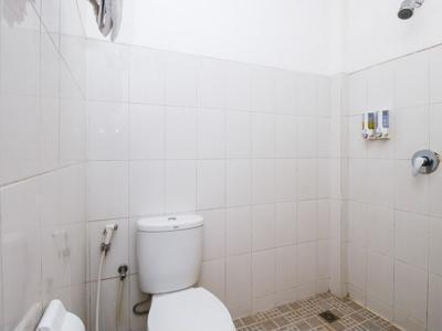 Airy Gadingrejo Ahmad Yani 55 Pasuruan - Bathroom