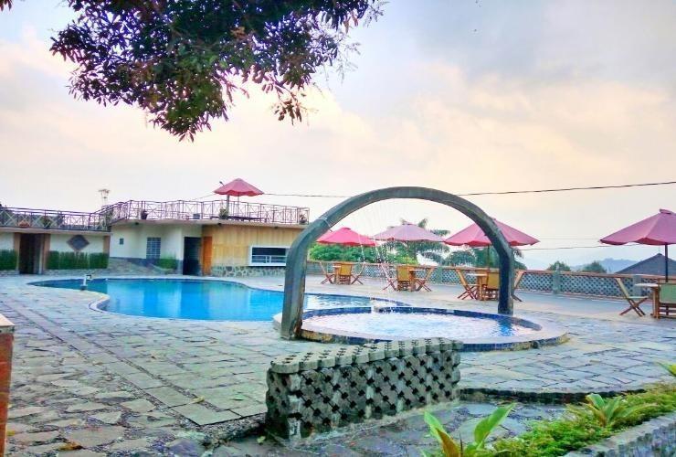 Lembah Sarimas Hotel Subang - Pool