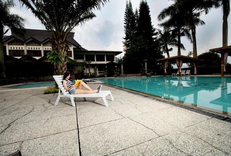 Puteri Gunung Hotel Lembang - Swimming Pool