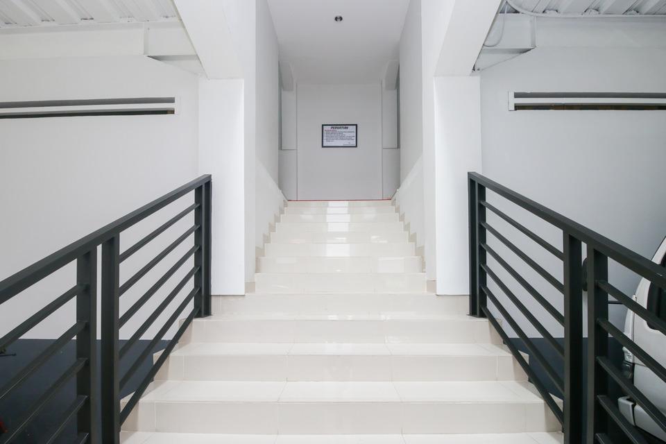 Airy Syariah Kedawung Widarasari Dua 4 Cirebon - Stairs