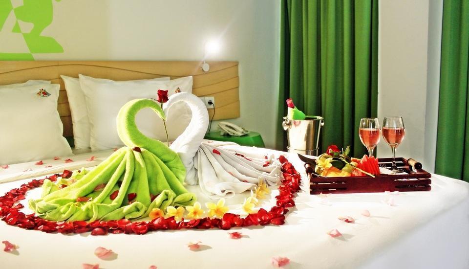 MaxOne Hotels Bukit Jimbaran - Dekorasi Kamar Pengantin