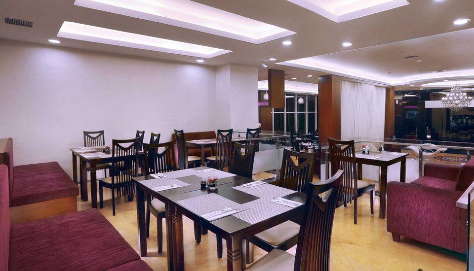 Quest Hotel Surabaya - Lounge