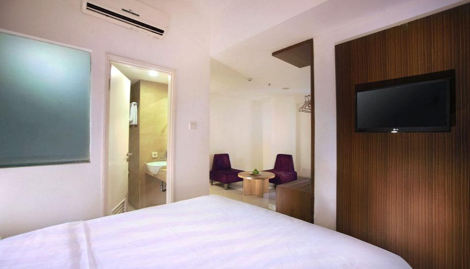 Fave Hotel Cililitan - Deluxe Room with Breakfast Regular Plan