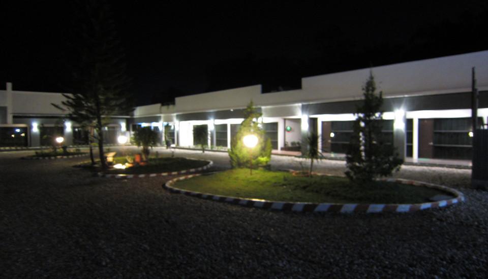 Hotel Banjar Permai Banjarbaru - parkir luas didepan kamar
