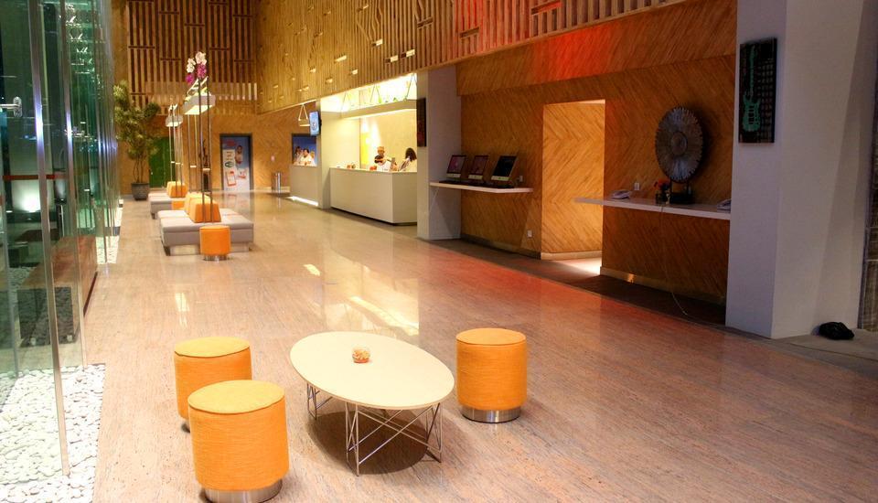 HARRIS Hotel Surabaya - Lobby