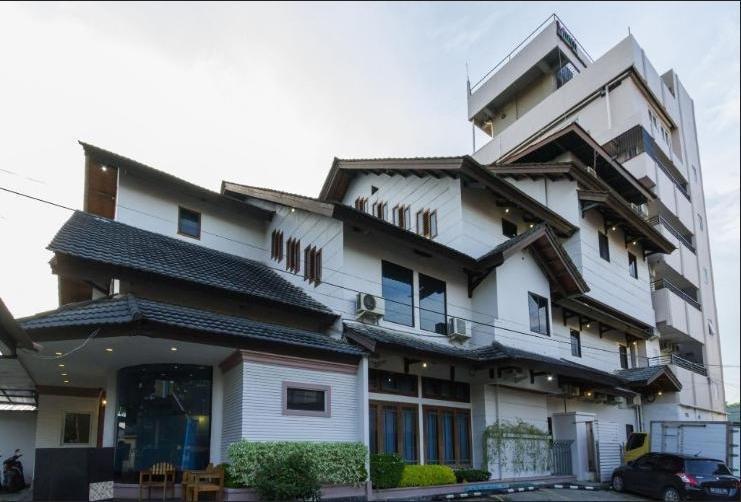 Mervit Hotel Padang - surrounding