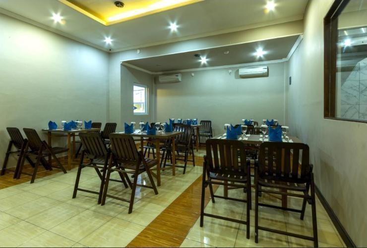 Mervit Hotel Padang - room