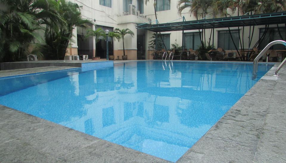 Grand Cikarang Hotel Bekasi - Kolam renang
