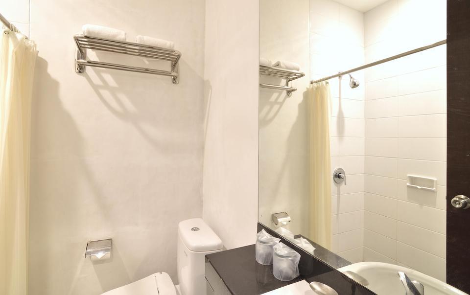 Grand Cikarang Hotel Bekasi - Kamar Mandi