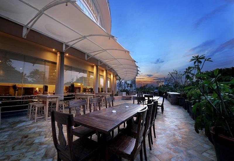 Discovery Hotel Ancol - Bagian luar Restaurant Kembang Goyang