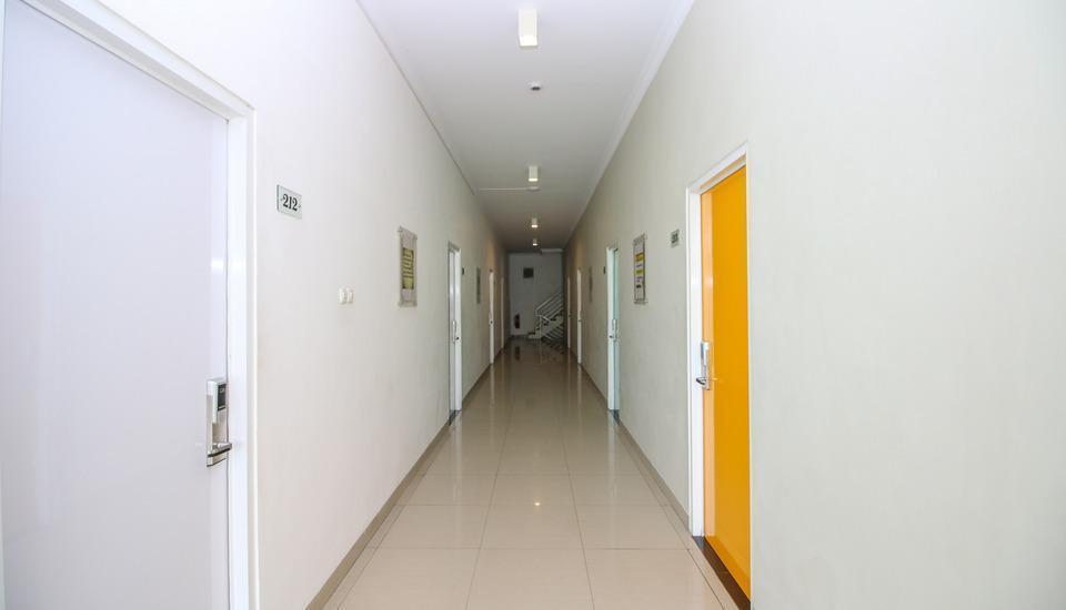 Golden Snail Guest House Balikpapan - Corridor