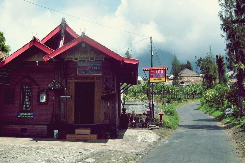 Yoschi's Hotel Probolinggo - Tampilan Luar Hotel