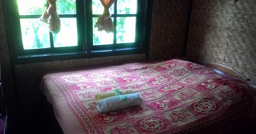Yoschi's Hotel Probolinggo - Ekonomi Room Regular Plan