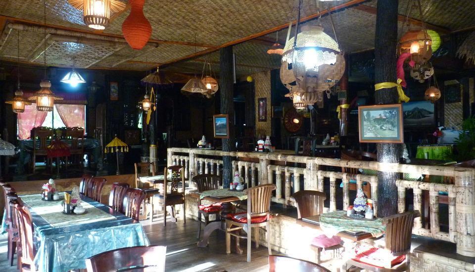 Yoschi's Hotel Probolinggo - resto&taman3