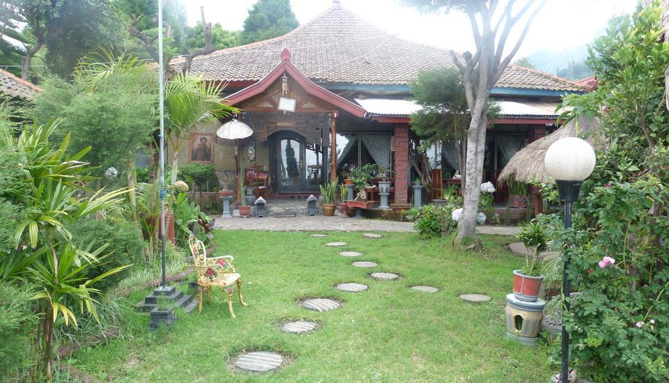 Yoschi's Hotel Probolinggo - resto&taman4