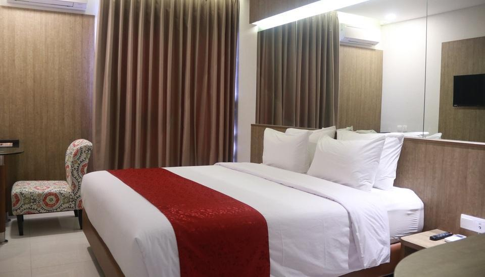 West Point Hotel Bandung - Deluxe King  Regular Plan