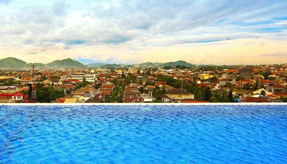 West Point Hotel Bandung - Kolam Renang
