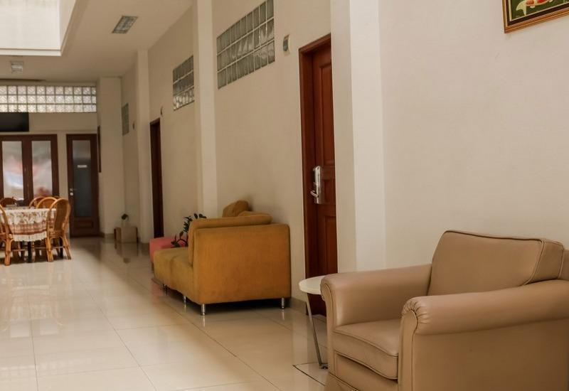 NIDA Rooms Lenkong Besar 62 Bandung - Ruang tamu