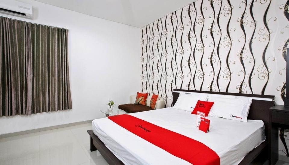 RedDoorz near ITATS University Surabaya -