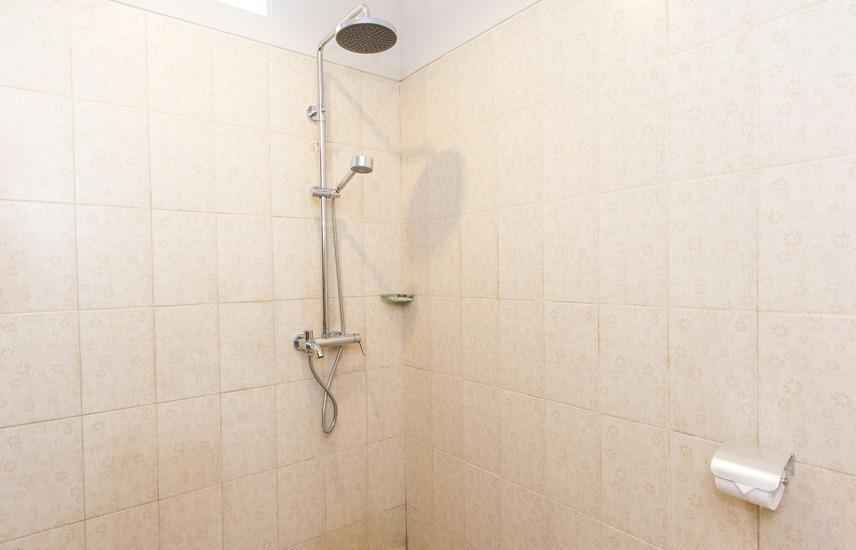 RedDoorz @Danau Tamblingan Sanur 2 - Kamar mandi