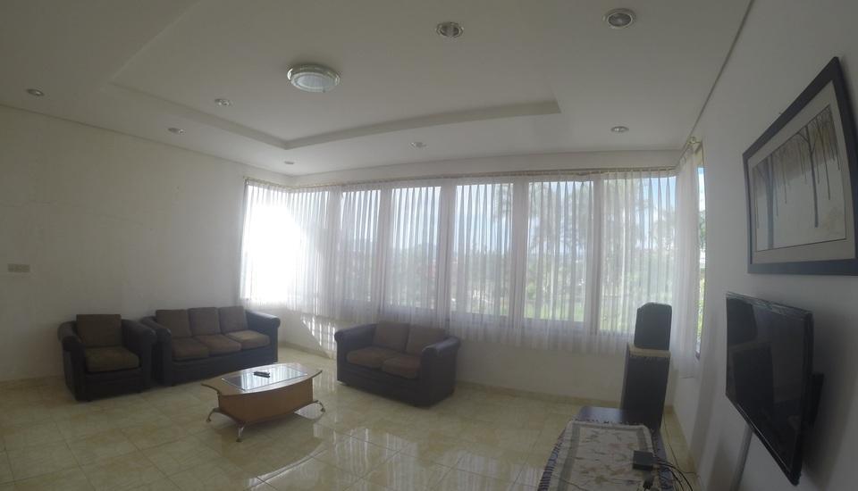 Villa Sophia Cimacan Puncak Cianjur - Ruang Keluarga