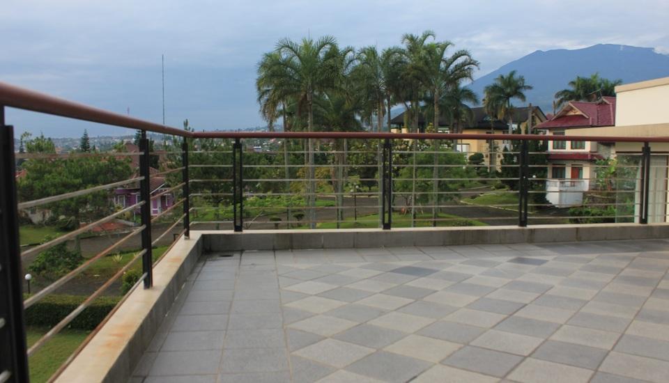 Villa Sophia Cimacan Puncak Cianjur - Balkon/Teras
