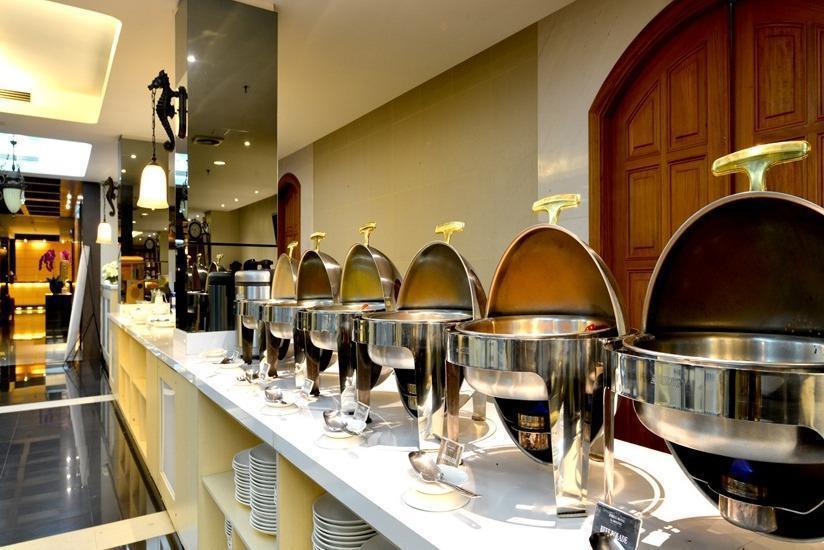 Emilia Hotel by Amazing Palembang - Makanan