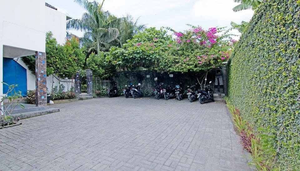 ZenRooms Kerobokan Bimasena Bali - area parkir