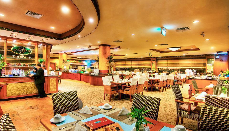 Planet Holiday  Batam - Cafe de Venus Restoran Internasional