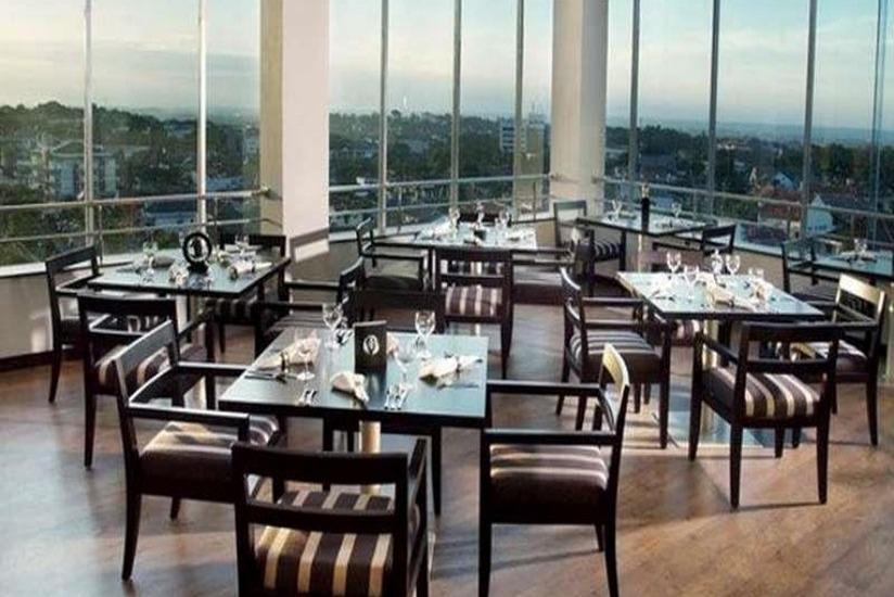 Grand Candi Hotel Semarang - Ruang makan