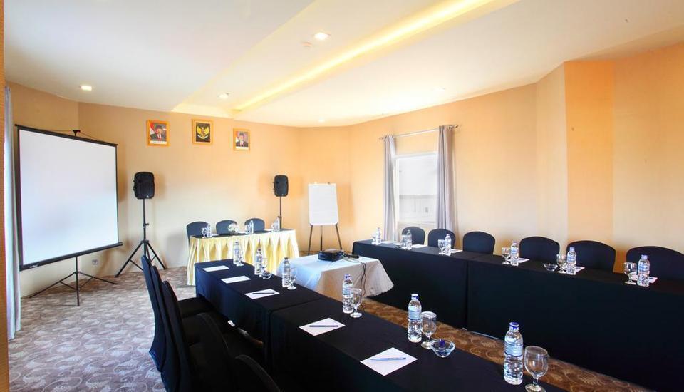 Gino Feruci Braga - Meeting Room