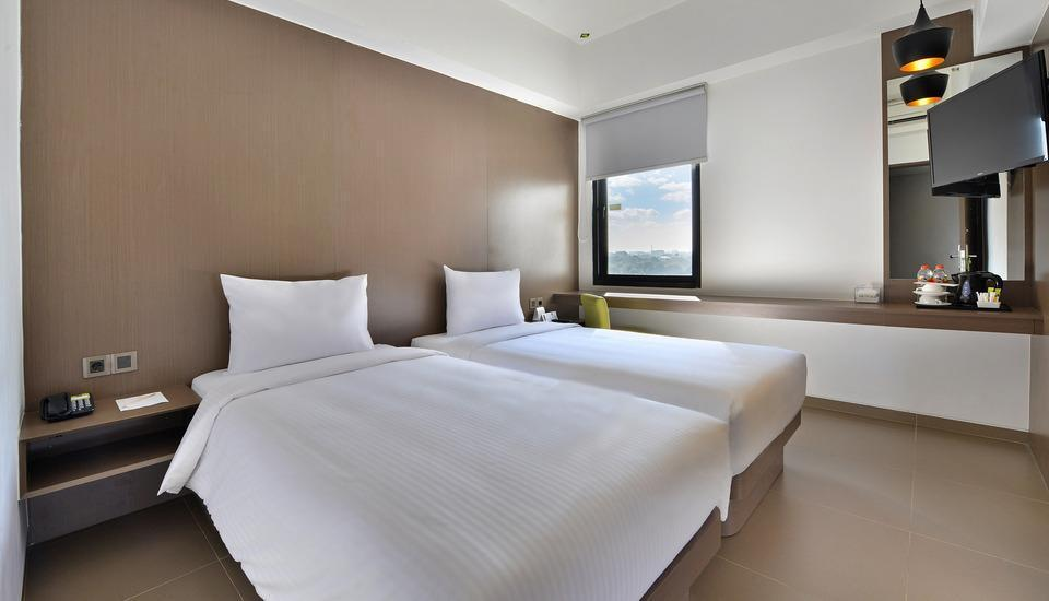 Whiz Prime Hotel Malioboro Yogyakarta - Superior Twin Room Regular Plan