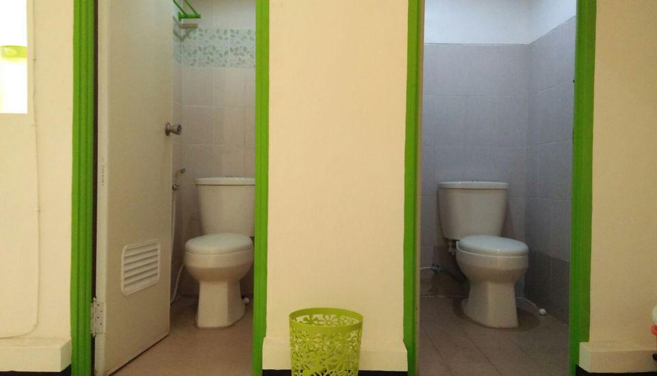 Tya Backpackers Malang - Toilet