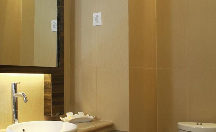 Sutan Raja Kotamobagu Kotamobagu - Bathroom
