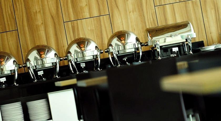 Amaris Hotel Bekasi - Makanan