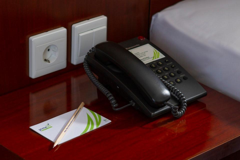 Prime Biz Kuta - Telephone in Room