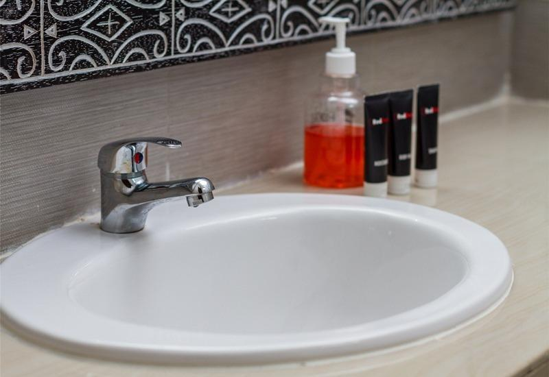 RedDoorz @Subak Sari Seminyak Bali - Kamar mandi