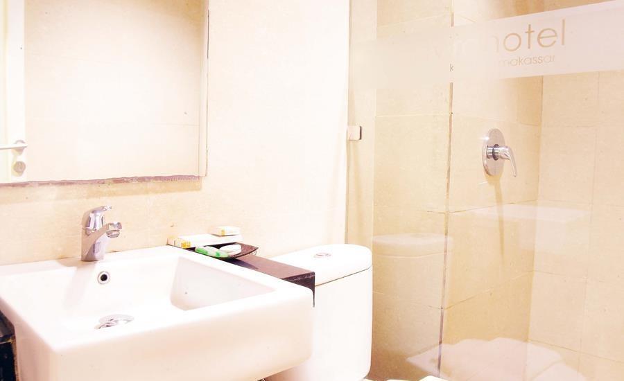 Avira Hotel Makassar Panakkukang - Deluxe Bathroom