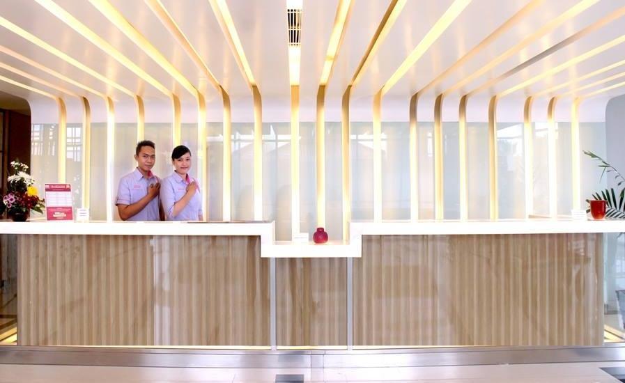 fave hotel Palembang - Resepsionis