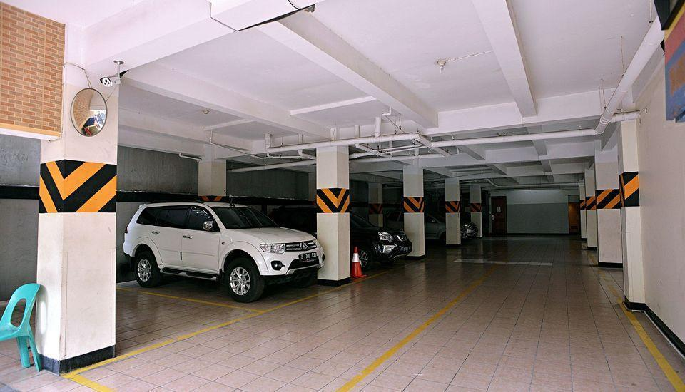 ZEN Rooms Near Ambassador Mall Jakarta - Parkir